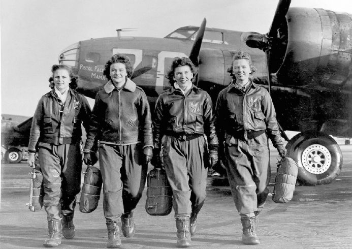 Group of Women Airforce Service Pilots and B-17 Flying Fortress. Military Print/Poster (5413)